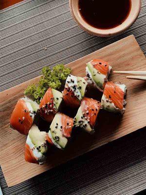 Bar à sushi traiteur japonais reception fetes entreprise particulier buffet