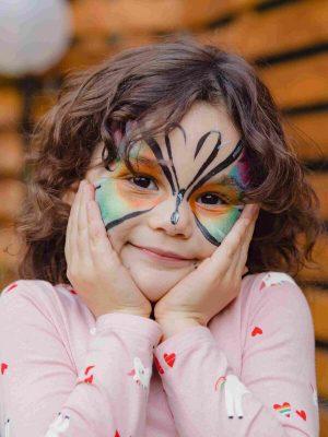 maquillages enfant avec maquilleuse professionnel pour fête, réception