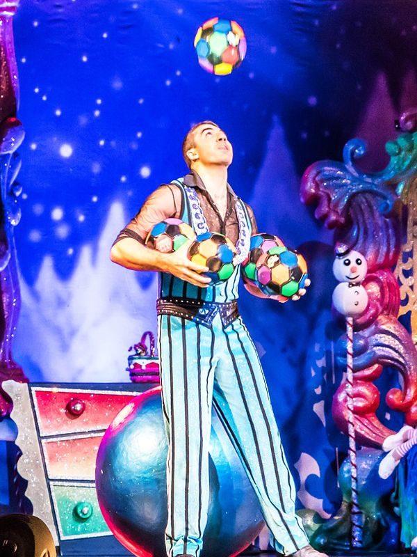 jongleur pour spectacle enfant, adulte acrobate pour fête