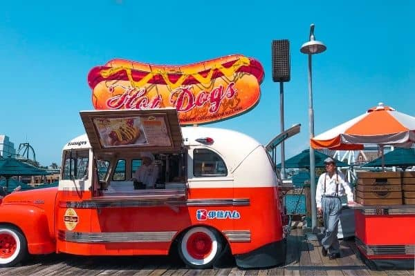food truck snaking hot dog traiteur