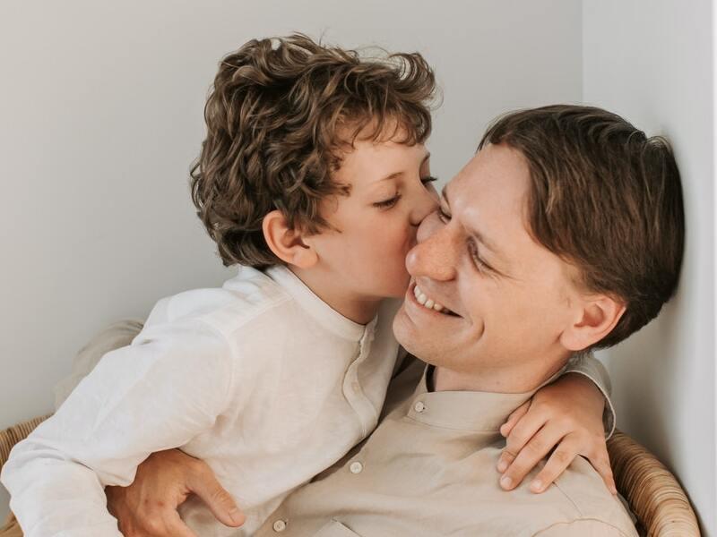 papa-enfant-fete-amour-cadeau